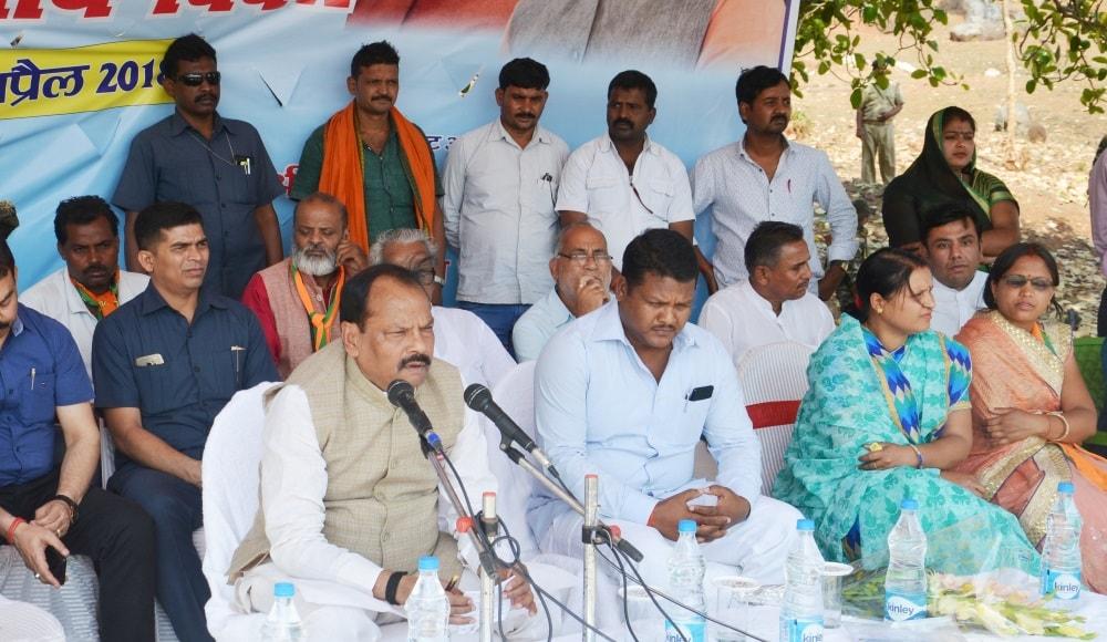 <p>मुख्यमंत्री श्री रघुवर दास ने कहा कि ग्राम स्वशासन अभियान के जरिये समरस गांव बनाने में सभी लोग आगे आएं ताकि शोषित, वंचित लोगों तक विकास की किरणे पहुंचे। गरीबों की ये सरकार खुशहाली&#8230;