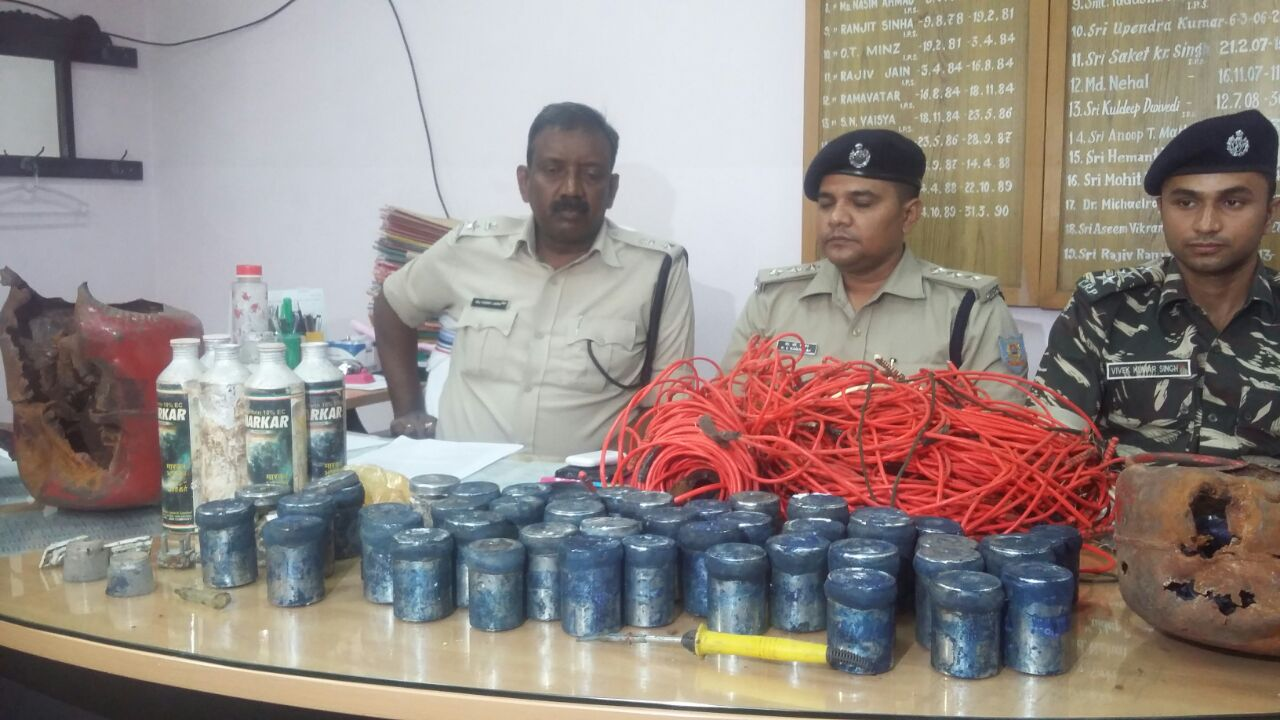 <p>Averting a major planned attack by CPI(M) Maoists on cops,security forces led by Sub Divisional Police Officer,Bundu,Ranchi,Kumar Venkatesh Raman,encircled the area around Jarda&#8230;