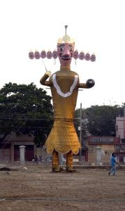 <p>Argora Durga Puja Samiti workers prepare Rawan ahead of&nbsp;Vijayadashami celebration during the ongoing Durga Puja festival in Ranchi&nbsp;on Wednesday.</p>