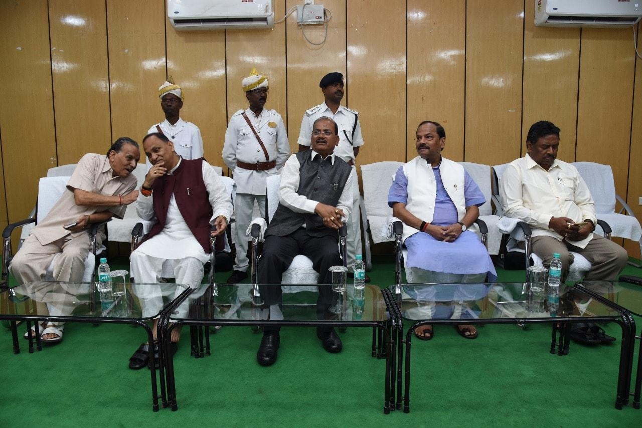 <p>मुख्यमंत्री रघुवर दास ने&nbsp;आज दिनांक&nbsp; 10/08/2018 को झारखंड विधानसभा के माननीय सदस्यों के आवास हेतु गठित हाउसिंग को-ऑपरेटिव की बैठक की |</p>