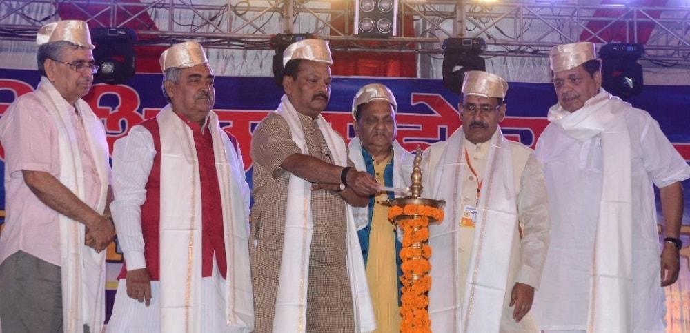 <p>मुख्यमंत्री श्री रघुवर दास ने कहा कि झारखंड में जनता का राजपाट है, इसलिए सरकार यहां जनता की भाषा को बढ़ावा दे रही है। सरकार ने संथाल, कुड़ुख समेत अन्य स्थानीय भाषाओं को बढ़ावा…