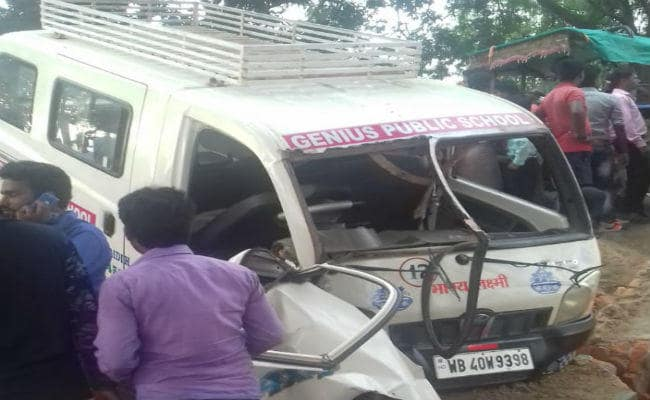<p>Nine school students and driver of the school van were injured in an accident in Giridih. The school van packed with students hit a vehicle at Shaharpura under Nawadih police station…