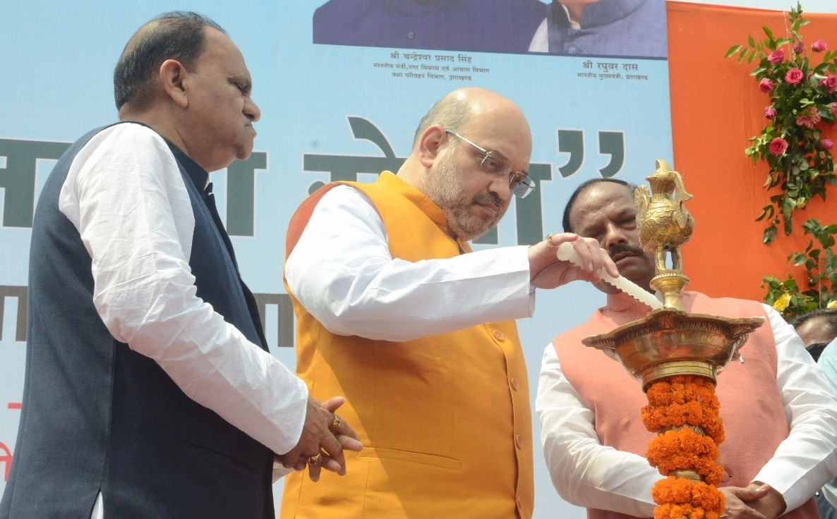 <p>To mark the third Anniversary of Swachh Bharat Mission, CM Raghubar Das and MP Amit Shah took part in a &#39;Swacchta Hi Sewa&#39; ceremony organised in capital Ranchi on Friday.</p>&#8230;