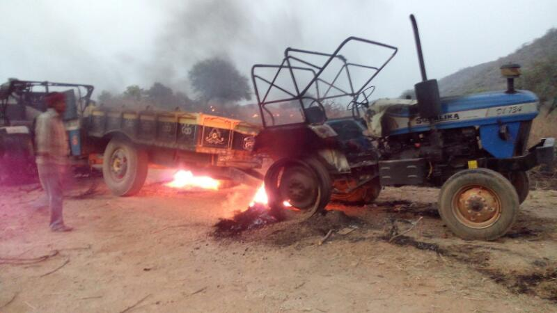 <p>Charred Tractors and JCBs &nbsp;by CPI Maoists during a road construction work, &nbsp;at Saraiya village under Pipra Police station in Palamau, Jharkhand&nbsp;on Thursday.</p>