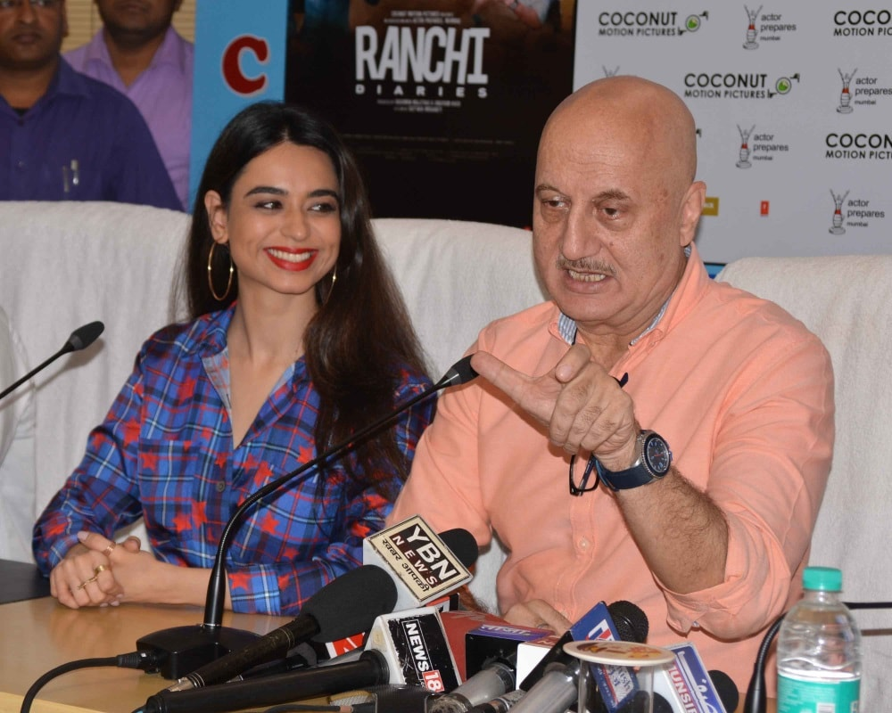 <p>Actor Anupam Kher along with actress Soundarya Sharma and others during promotion of his film &quot;Ranchi Diaries&quot; at Suchna Bhawan in Ranchi on Wednesday.</p>