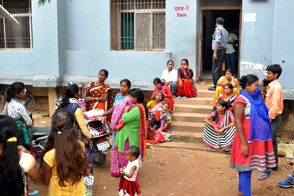 <p>Patients wait outside the OPD block at Sadar Hospital during the doctor's 12-hour strike called by Indian Medical Association (IMA) against the Centre's move to replace…