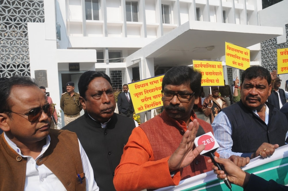 <p>Opposition leader Hemant Soen (2nd_L) alon with all opposition legislators protest in front of Jharkhand Assembly during the ongoing Budget session in Ranchi on Wednesday.</p>