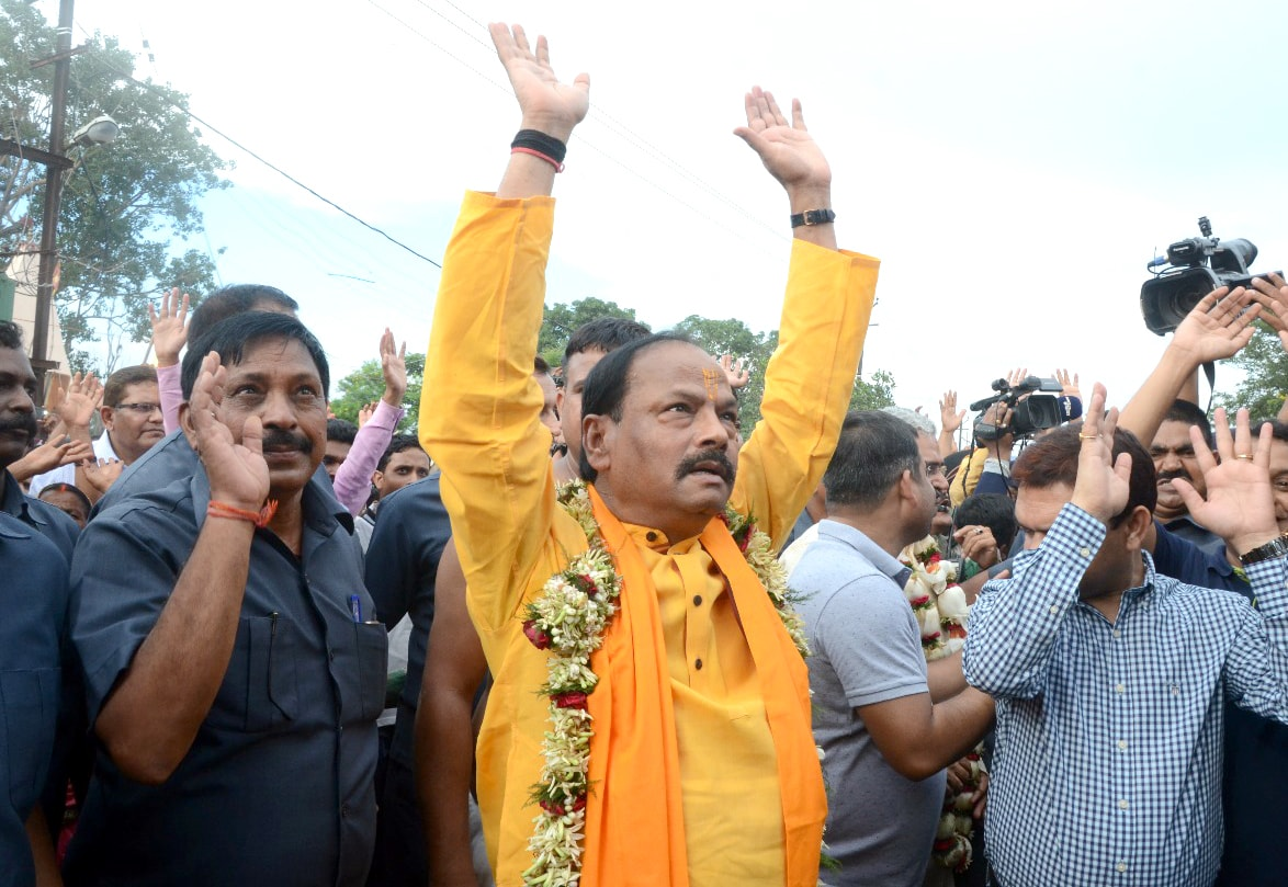 <p>Chief Minister Raghubar Das waves to the crowd during annual Rath Yatra festival at Jagannath temple in Ranchi on Saturday.</p>