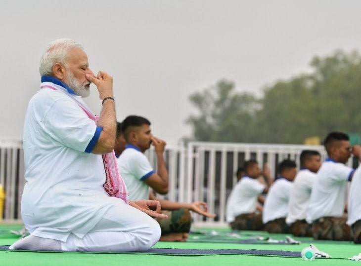 <p>Modi wins the heart of Yoga pandits. While leading over 30,000 people, Prime Minister Narendra Modi did 13 Yog Asanas. Prior to doing Yoga, he observed that 'healthy people…