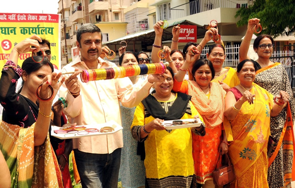 <p>Candidate for ward councillor along with his women supporters showing their election symbol during an election campaign in Ranchi on Thursday.</p>
