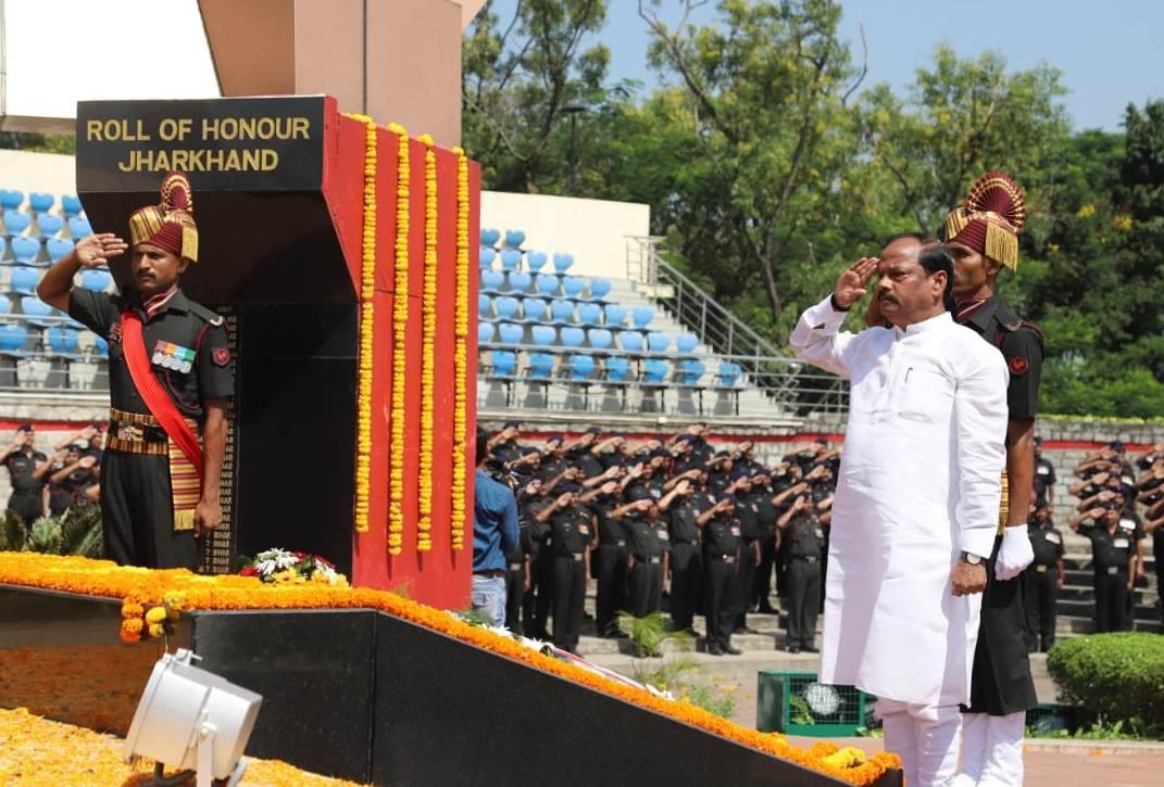 <p>मुख्यमंत्री रघुवर दास ने पराक्रम पर्व सर्जिकल स्ट्राइक दिवस के अवसर पर वार मेमोरियल दीपा टोली, रांची में भारतीय सेना के अदम्य पराक्रम और शौर्य के प्रति नमन करते हुए कहा कि वीरता…