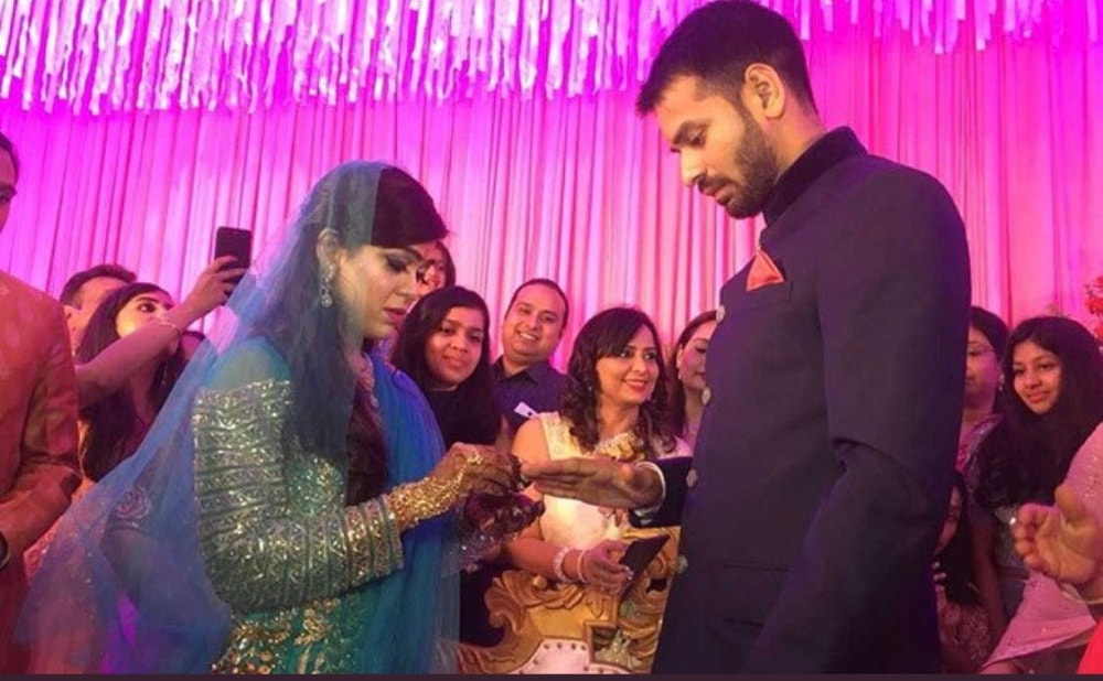 <p>Engagement pic of Lalu Yadav&#39;s elder son Tej Pratap and RJD lawmaker Chandrika Roy&#39;s daughter Aishwarya.</p>