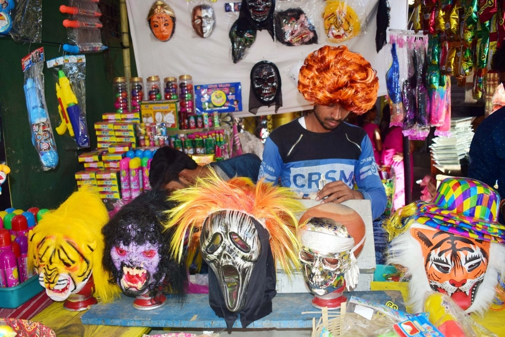 <p>Road side stalls selling various holi wares on the eve ofHoli festival in Ranchi on Wednesday.</p>