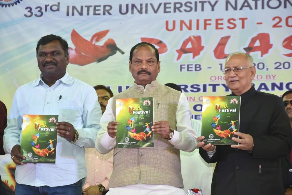 <p>Chief Minister Raghubar Das, Sports Minister Amar Kumar Bauri and RU VC Ramesh Kumar Pandey releases brochures during concluding day ceremony of 33rd Inter University &nbsp;National&#8230;
