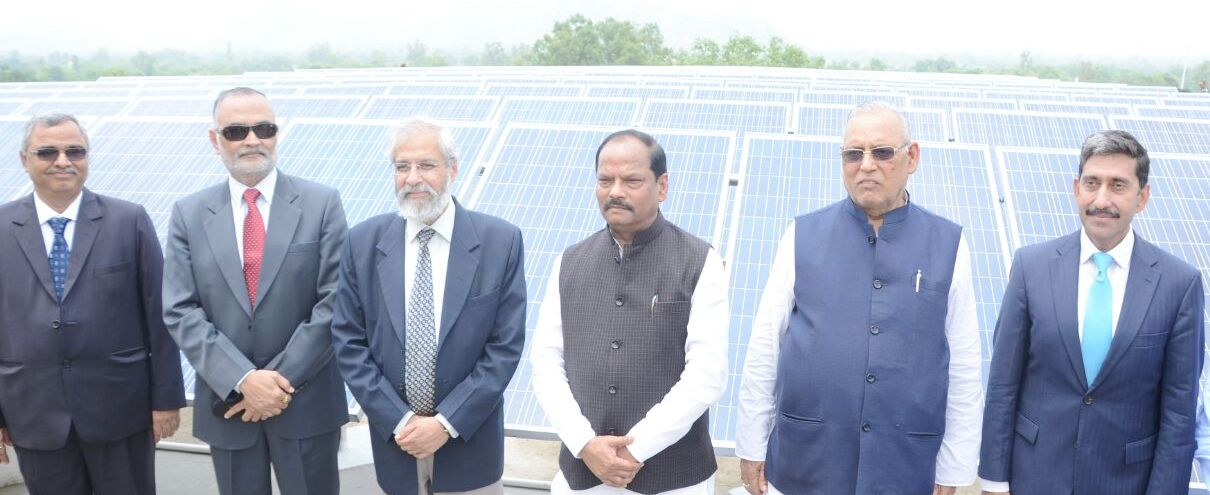 <p>Jharkhand Chief Minister Raghubar Das today inaugurated &nbsp;a new Roof Top Solar Power Plant at Civil Court,Garhwa.</p>