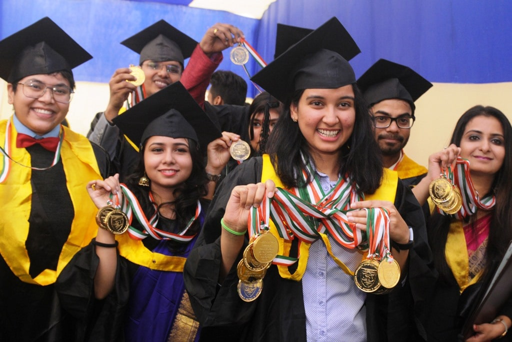 <p>Ruha Khurshid (C) shows her 13 Gold medals during the 2nd Annual Convocation of the National University of Study & Research in Law (NUSRL) in Ranchi on Saturday.</p>…