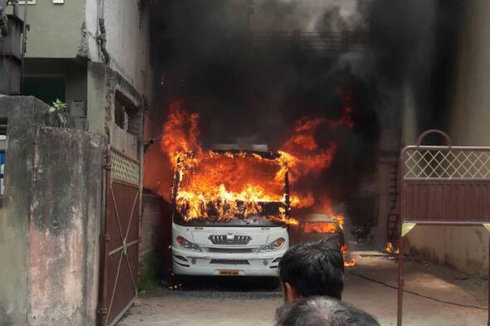 <p>Smoke bellowing out of a bus after it caught fire at a busy road Mallah toil of Hindpirhi in Ranchi on Saturday.</p>