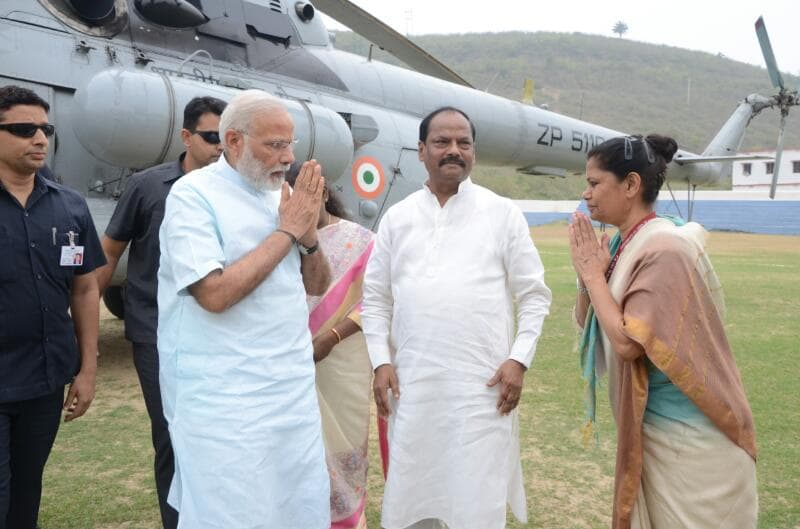 <p>Prime Minister Narendra Modi lands in Sahebgunj.He was welcomed by Governor Draupadi Murmu,Chief Minister Raghubar Das and Chief Secretary Rajbala Varma.</p>