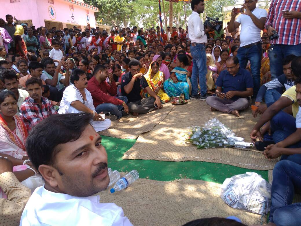 <p>AJSU leader and Ex CM Sudesh Mahto held ' People Interaction' meeting with villagers at Gaswe village under Burdmu block in Ranchi district.</p>