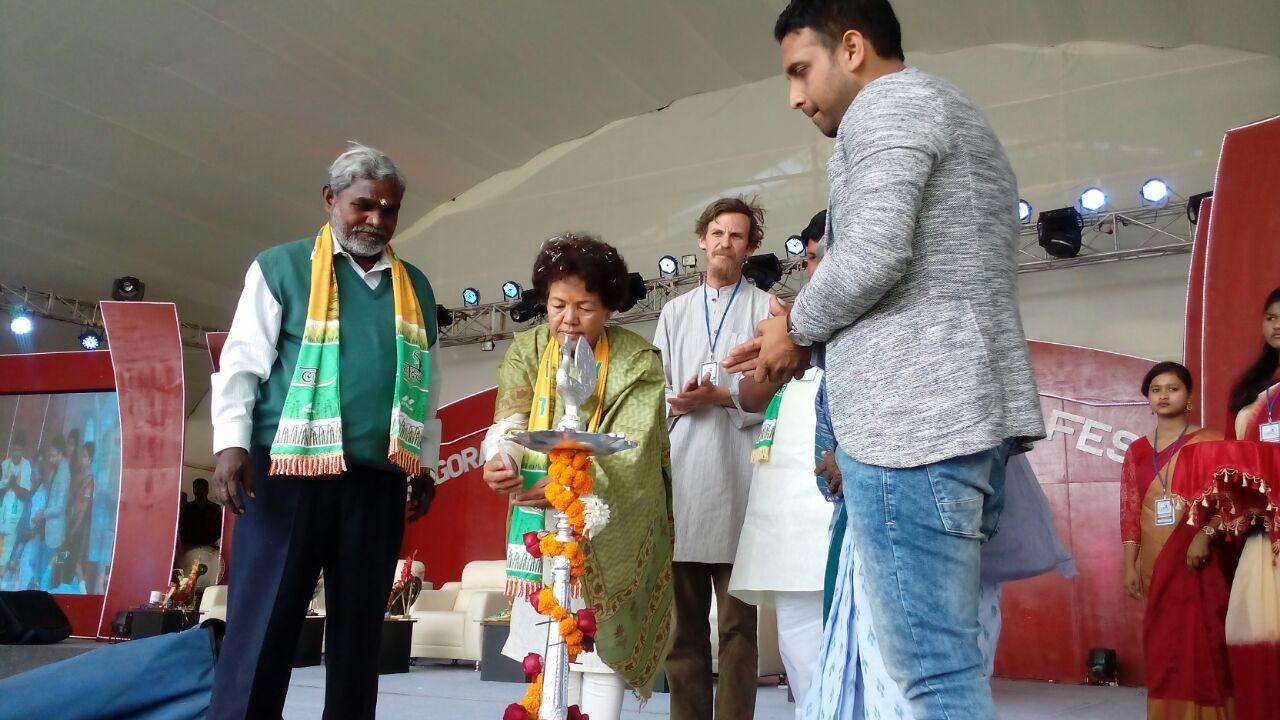 """<p>Chakulia , बहरागोड़ा विधानसभा विकास उत्सव """"लक्ष्य"""" Lakshya का उद्घाटन पद्मश्री बछेंद्री पाल,प्रख्यात अर्थशास्त्री जान दरेंज, पद्मश्री तुलशी मुंडा ,विधायक चम्पई…"""