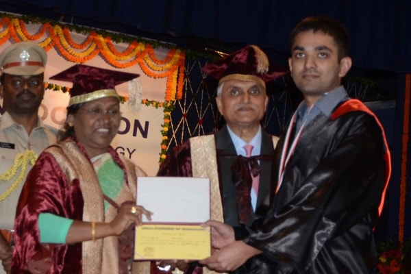 <p>Jharkhand Governor Droupadi Murmu giving medals and degrees to students during during 27th convocation of Birla Institute of Technology Mesra near Ranchi on Friday.</p>