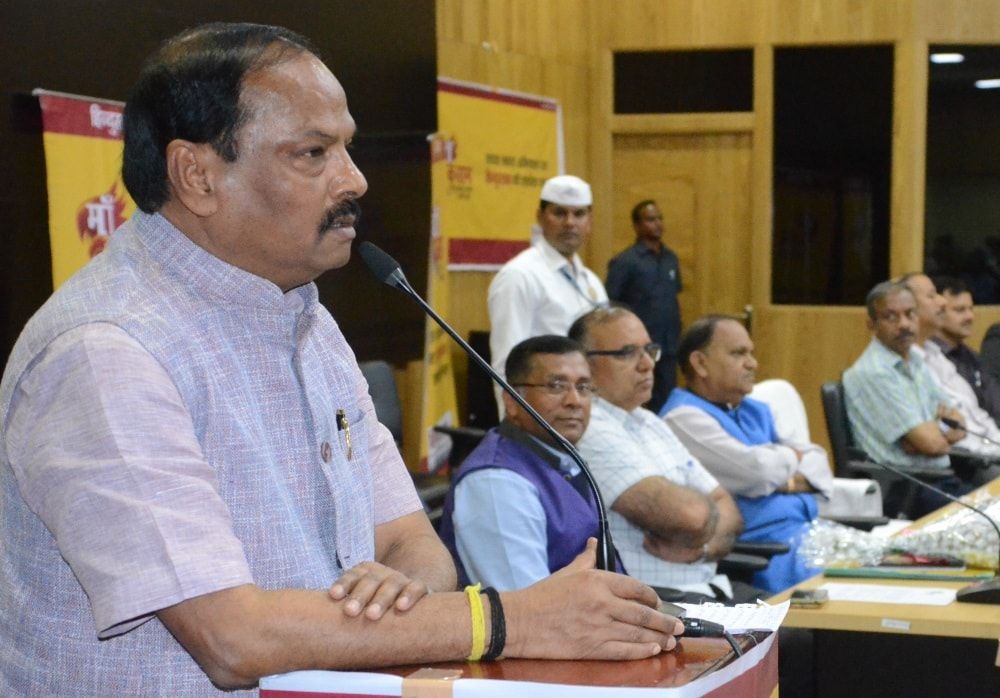 <p>Jharkhand will become&nbsp;Open Defecation Free (ODF) state by October 2018 - CM Raghubar Das</p>