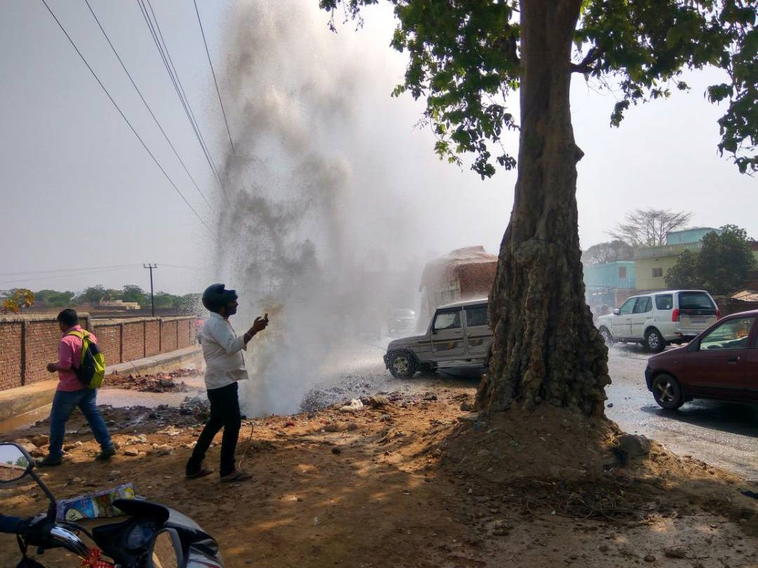 <p>At the peak of summer when thousands and thousands of people were suffering from acute shortage of water,equal quantity of water was getting lost along NH 33 near BIT,Meera,Ranchi.</p>&#8230;