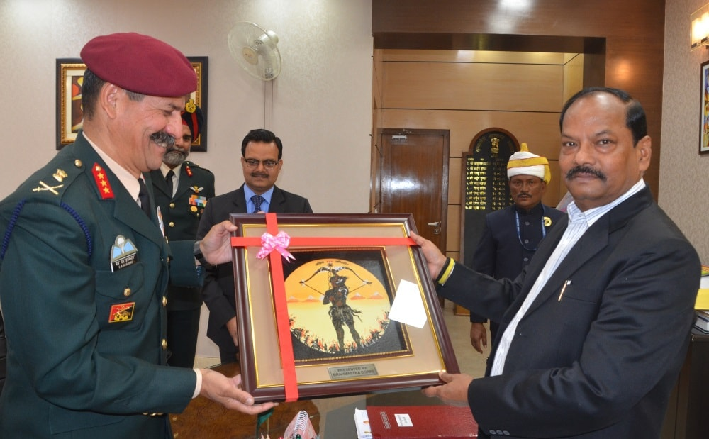 <p>Chief Minister Raghubar Das met VPS General Officer Commanding, LJS SS Hussabnis, 17 KPS, VSM General Officer Commanding Major General Rupinder Singh and Col Surjit Kumar Singh&#8230;