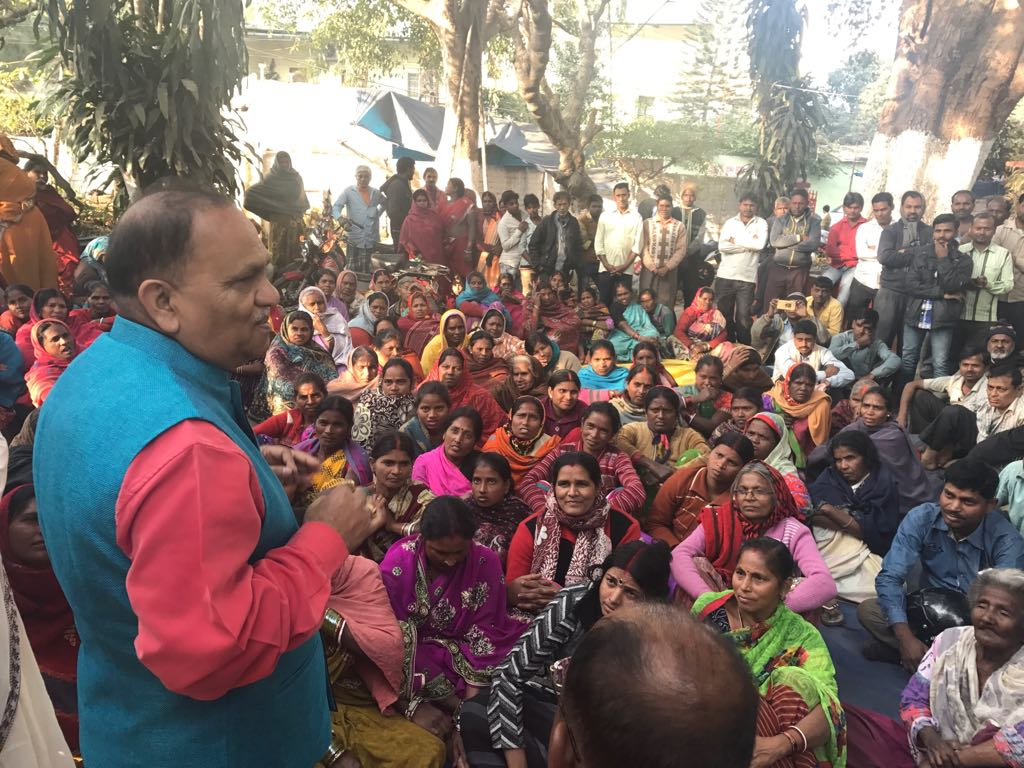 <p>Minister CP Singh, addressing the vegetable sellers of Lalpur area on Saturday.</p>