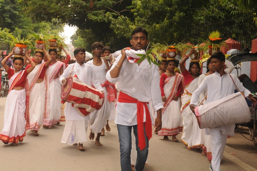 <p>Tribal people performing &#39;Kalash Yatra&#39; and carrying Sarna Jhanda in Ranchi on Thursday.</p>