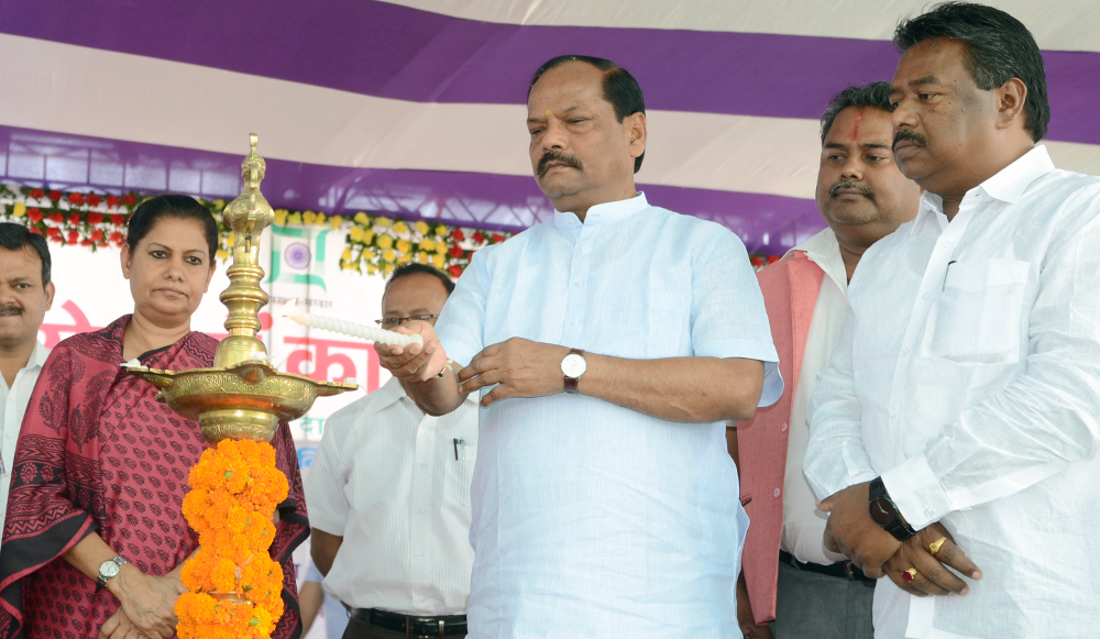 <p>In the meeting of the Panchayat held in Namkom,Ranchi,Jharkhand Chief Minister Raghubar Das made another promise-2.22 lakh familes will get houses under Pradhan Mantri Awas Yojna.</p>&#8230;
