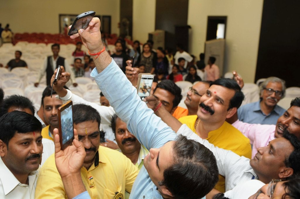 <p>Bharatiya Janta Party (BJP) MP Varun Gandhi takes a selfie with his fans after delivering his speech during &quot;Yuva Samvad&quot; in Ranchi on Wednesday.</p>