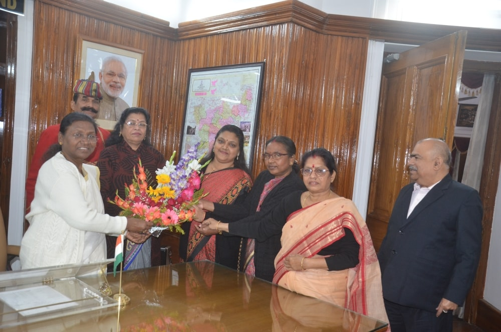 <p>A delegation of Jharkhand Mahila Ayog led by its president today met governor Draupadi Murmu at Raj Bhawan.</p>