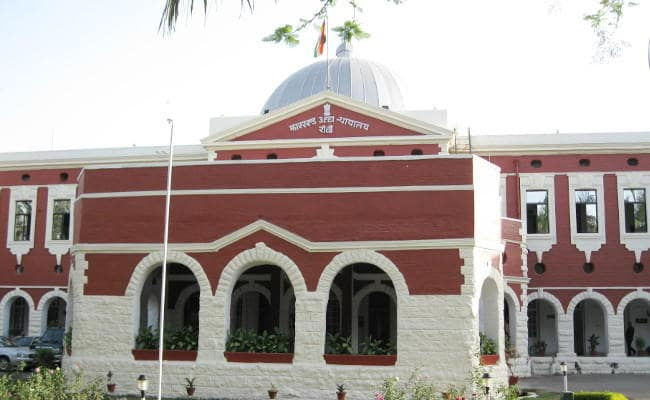 <p>Though agitation for cancellation of the Jharkhand Public Service Commission's VIth Main Examinations continued, Jharkhand High Court declined to hear the petition seeking to…