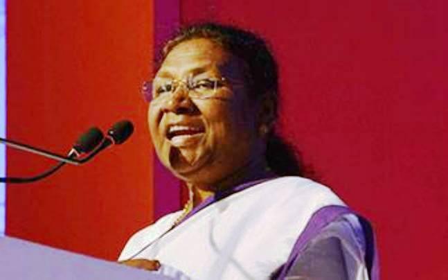 <p>माननीया राज्यपाल-सह-कुलाधिपति द्रौपदी मुर्मू ने निदेश दिया कि झारखण्ड राज्य में अवस्थित सभी विश्वविद्यालयों में आयोजित होनेवाले दीक्षान्त समारोह में केवल पारम्परिक भारतीय परिधान…