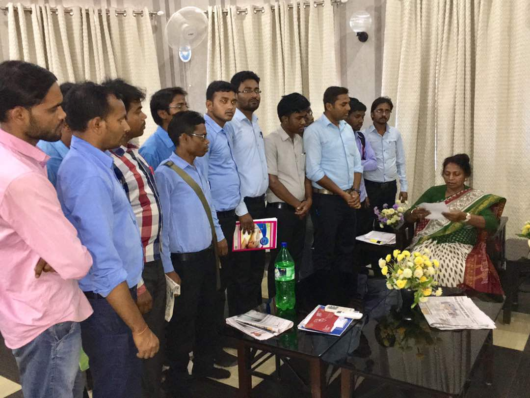 <p>Jharkhand Welfare Minister Louis Marandi told students that all those whose scholarship was approved and had received Rs 15000,will get more money -Upto Rs 50000-soon.</p>