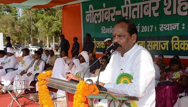 <p>Jharkhand Chief Minister Raghubar Das inaugurated statues of tribal heroes-Nilambar and Pitambar -and the state&#39;s first of its kind green site-Oxygen Park -at Morahabadi,Ranchi&#8230;