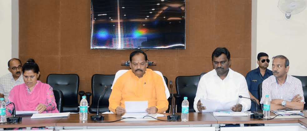 <p>Jharkhand CM Raghubar Das today directed the concerned officers to ensure that Bharat Net and Wi Fi&nbsp; schemes are completed in Ranchi,Bokaro,Deoghar,Hazaribagh,Koderma, Ramparh&#8230;