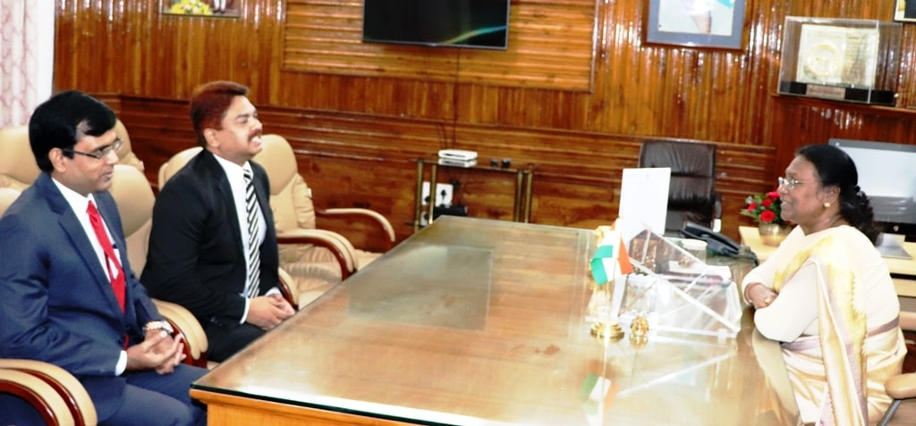 <p>Two officers of the Indian Foreign Service, Mr. Anjani Kumar, and Mr. Sushil Prasad, met the Hon&#39;ble Governor Draupadi Murmu in Raj Bhawan today. It was a courtesy&nbsp;call.</p>&#8230;
