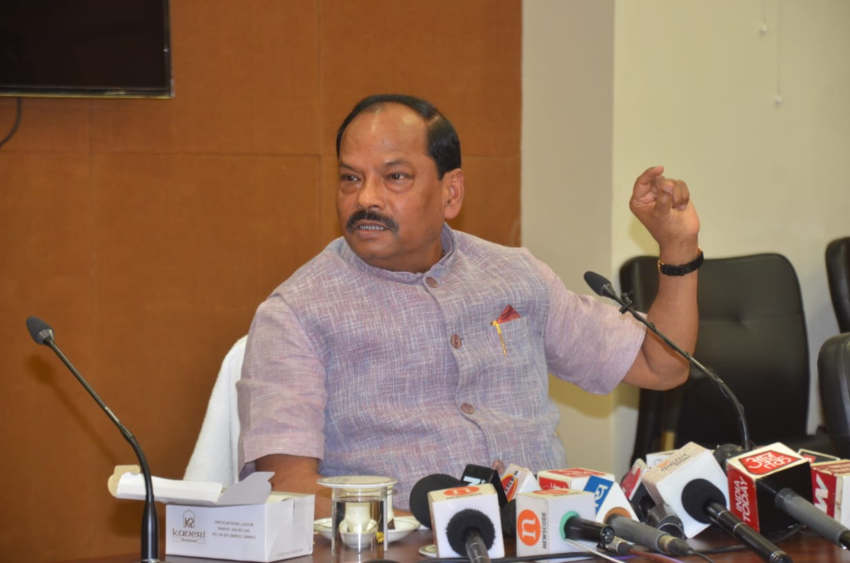 <p>मुख्यमंत्री रघुवर दास ने तमिलनाडु के पूर्व मुख्यमंत्री एवं डी.एम.के. के अध्यक्ष एम करुणानिधि के निधन पर गहरा शोक प्रकट किया है। अपने शोक संदेश में मुख्यमंत्री ने कहा कि देश ने एक&#8230;