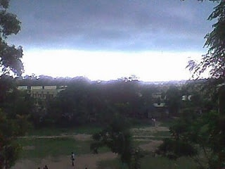 <p>Clouds hovered over Ranchi where temprature came down from 39*C on Saturday to 35*C on Sunday.Met office has predicted rain.</p>