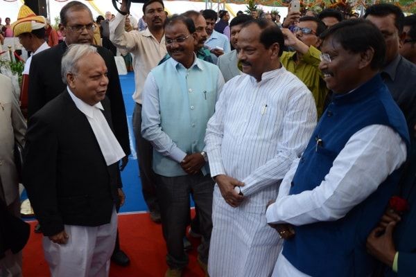 <p>Jharkhand Chief Minister Raghubar Das (2nd_R), Former Chief Minister Arjun Munda(R) , Assembly Speaker Dinesh Oraon and new Chief Justice of Jharkhand High Court Justice Pradeep&#8230;