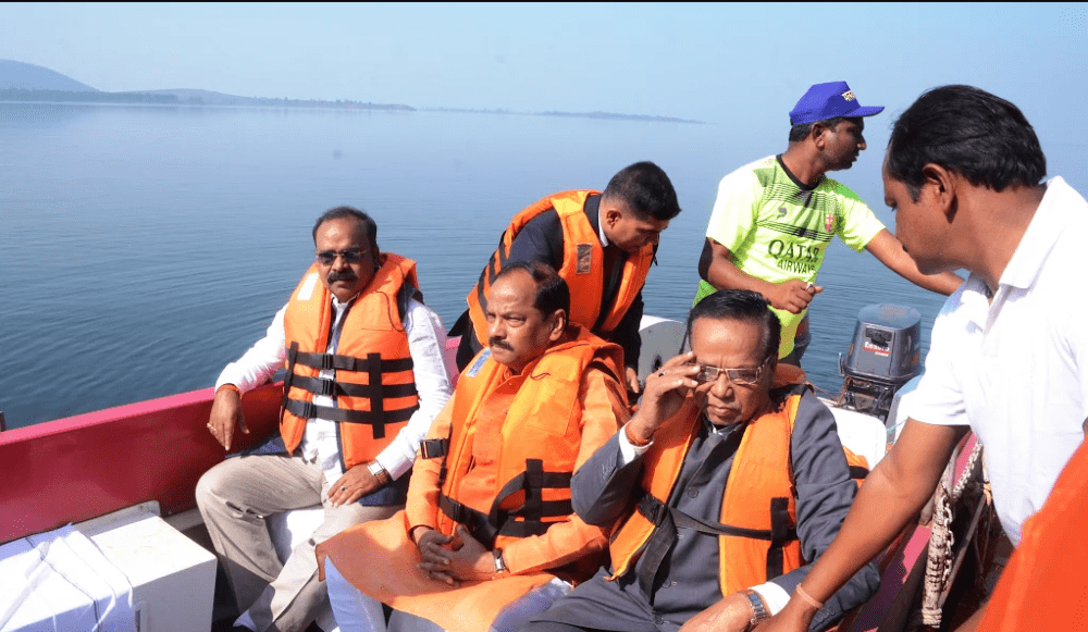 <p>Develop Chandil Dam area as &#39;Eco Friendly zone&#39; in Jharkhand,said CM Raghubar Das who visited the Chandil dam site and used a boat to move around in its water body.</p>