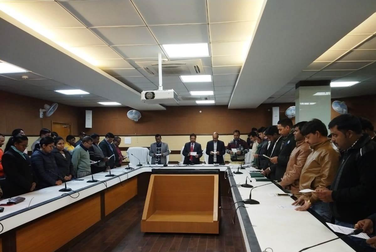 <p>आज दिनांक 25/01/2019 को सूचना एवं जनसंपर्क विभाग के सभागार में राष्ट्रीय मतदाता दिवस का आयोजन किया गया। इस अवसर पर विभाग में कार्यरत पदाधिकरियों और कर्मचारियों ने मतदान हेतु जागरूकता…