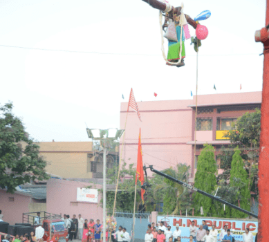 <p>A young devotee performs an acrobatic during the Manda festival in Ranchi on Friday</p>
