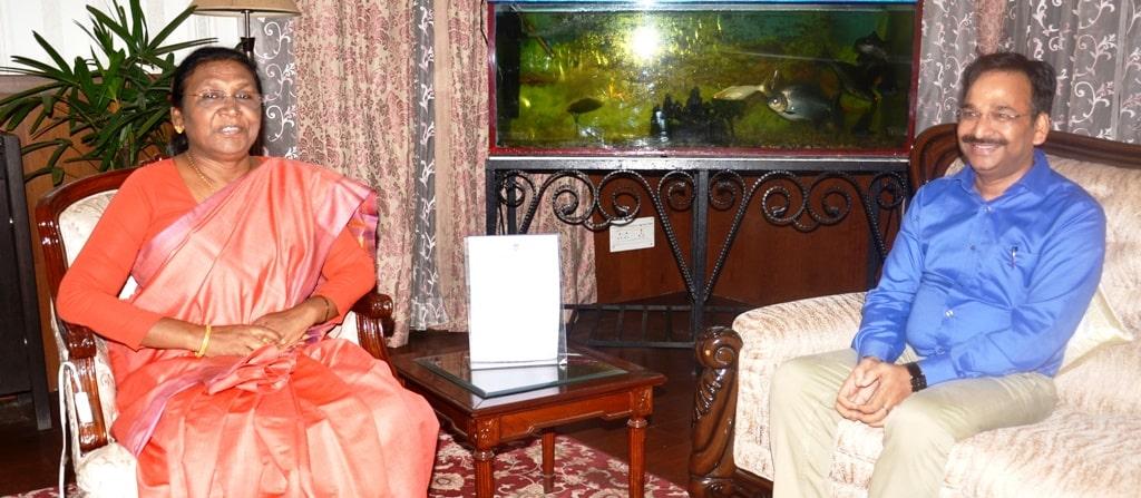 <p>The Chief Election Officer Vinay Kumar Choubey during his meeting withtheGovernor Draupadi Murmu at Raj Bhavan on05/08/2019.</p>