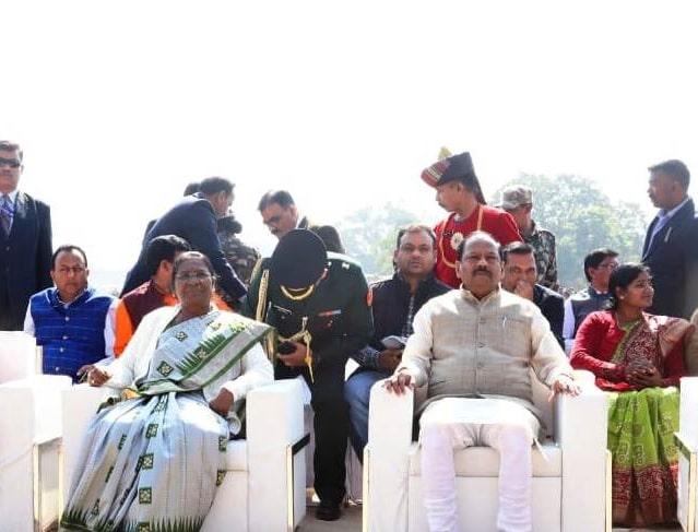 """<p>झारखण्ड की राज्यपाल द्रौपदी मुर्मू और मुख्यमंत्री रघुवर दास ने राज विद्या केंद्र द्वारा प्रभात तारा मैदान, धुर्वा में आयोजित """"मानवता और शांति का संदेश"""" विषय पर आयोजित…"""