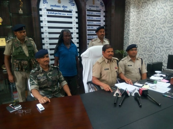 <p>Veteran Maoist Shayam Pahan who carried an award of Rs five lakh on his head was brought to Khunti from Harayana.The police took Pahan,who is accused in over 36 crimianl cases,on…
