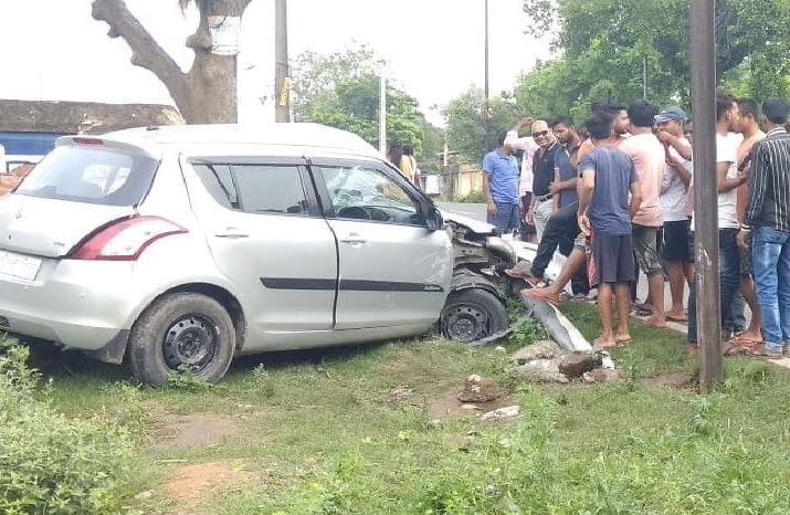 <p>In a road accident between a car and a bike in Bhuli area in Dhanbad this morning, two persons died and three others were injured. The injured were hospitalized whereas bodies were…