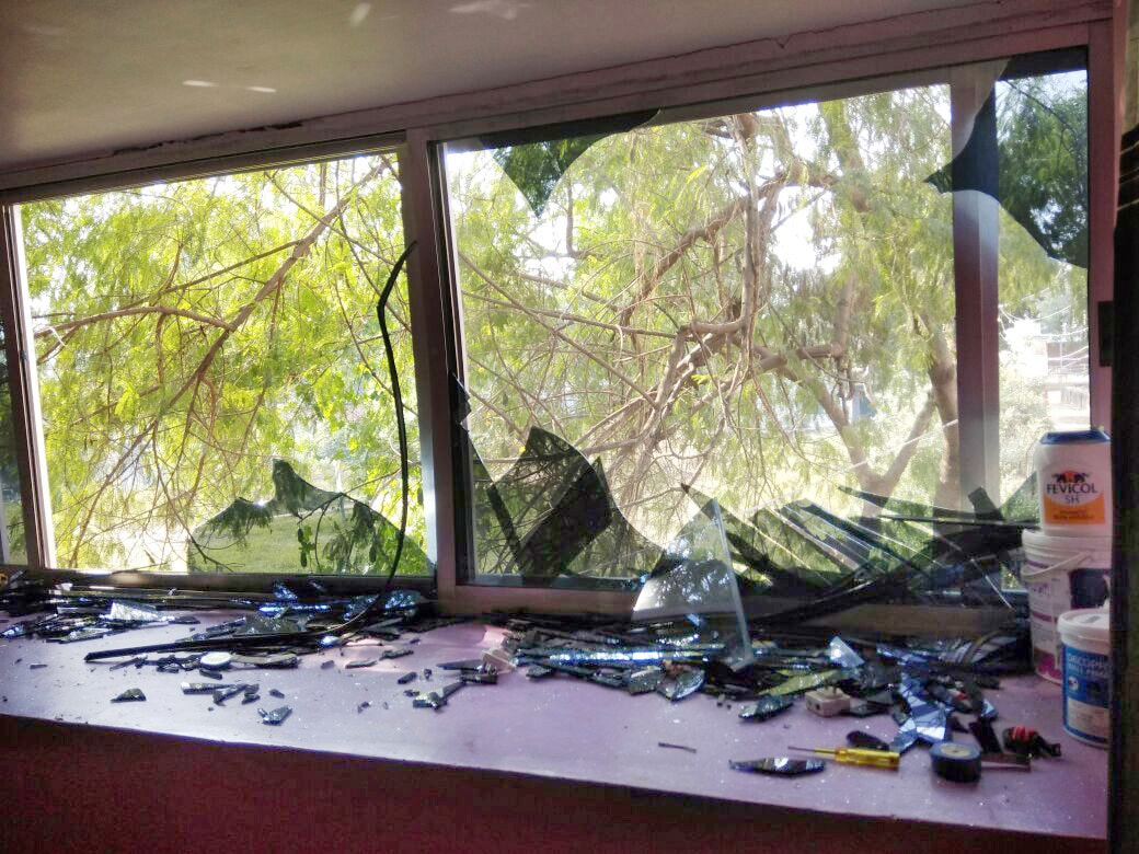 <p>In an unfortunate incident, two personnels of a bomb defusing squad died on the spot while three others were seriously injured when they were trying to defuse a bomb inside Saria&#8230;